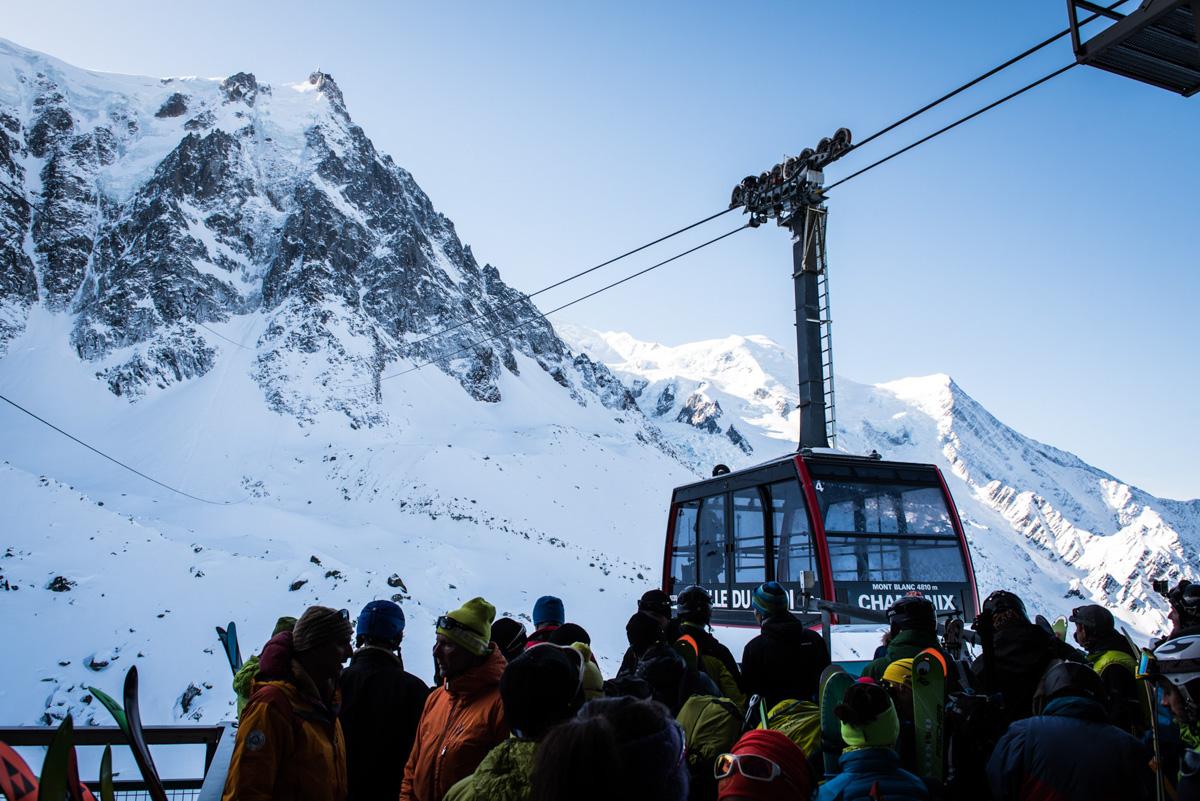 Les guides ont réservé nos pass à l'avance : pas besoin de patienter des heures avant de pouvoir grimper au sommet.