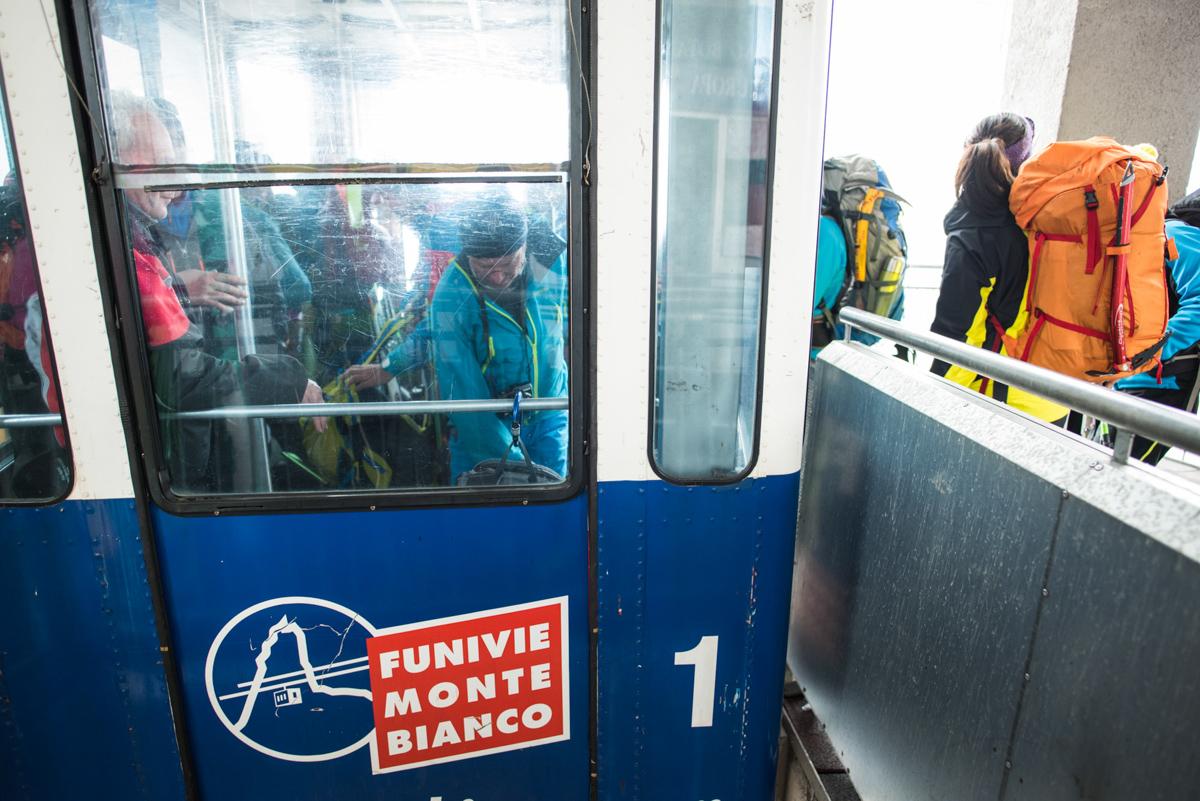 A Pavillon, il faut prendre le Funivie Monte BIanco pour descendre à Courmayeur.