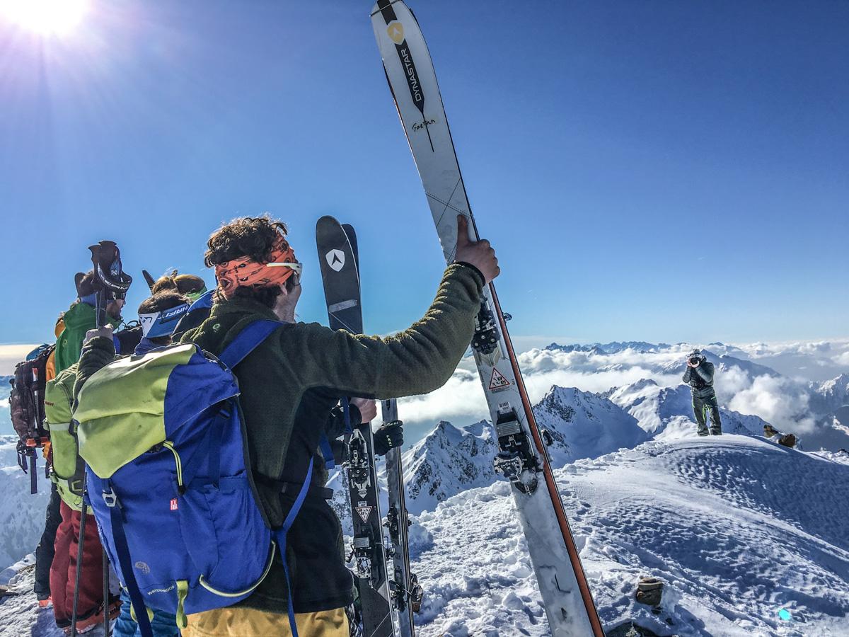 Photo au sommet du Grand Mont avec le nouveau Mythic 87 de Dynastar.