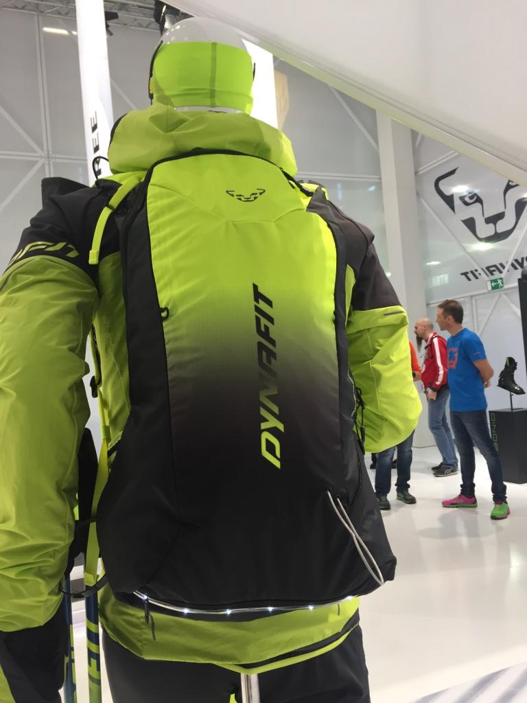 Lorsque l'on skie sur piste, mieux vaut être vu. Dynafit a intégré des les sur sont sac Speedfit