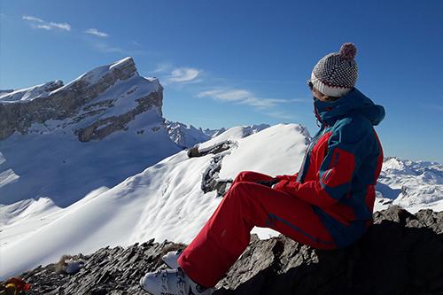 Montagne ski randonnée neige skieuse contemplation La Fava Suisse Valais