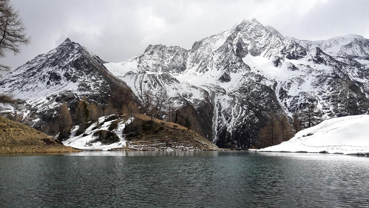 Montagne ski randonnée neige lac Suisse Valais Pointe de Vouasson