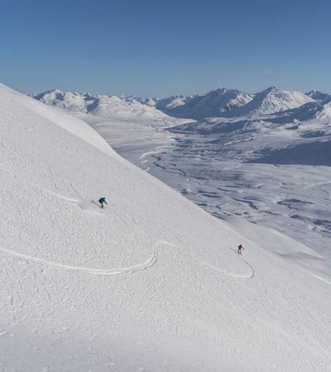 Yukon Canada ski randonnée descente poudreuse vue paysage montagnes