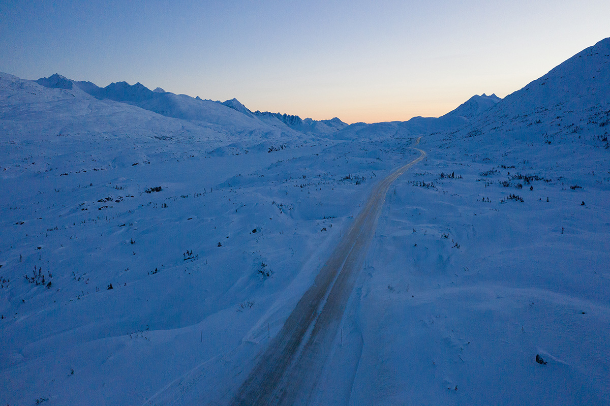 Yukon Canada ski randonnée route coucher de soleil montagnes