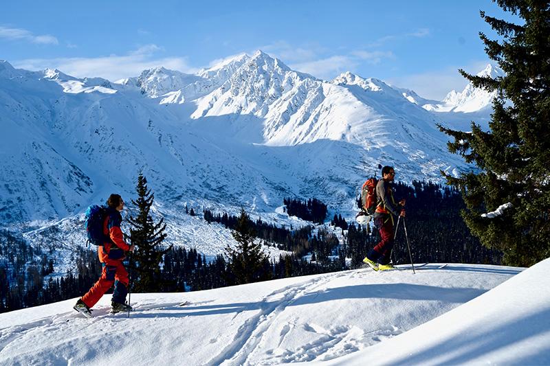 Yukon Canada ski randonnée vue paysages montagnes soleil