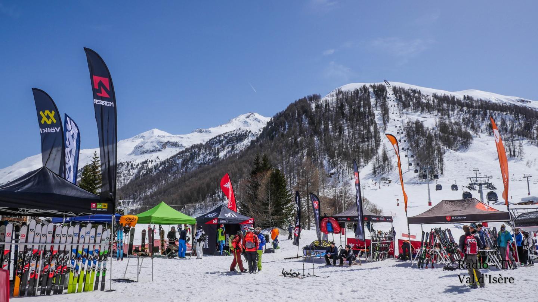 Val d'Isère village marque rendez-vous ski de randonnée front de neige