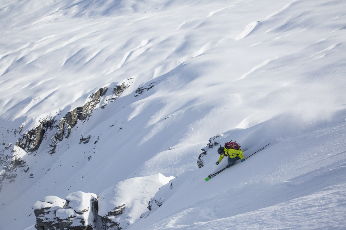 Tracer sur Gottlieb's ridge / Making tracks off Gottlieb's ridge / Treble Cone backcountry ©Neil Kerr