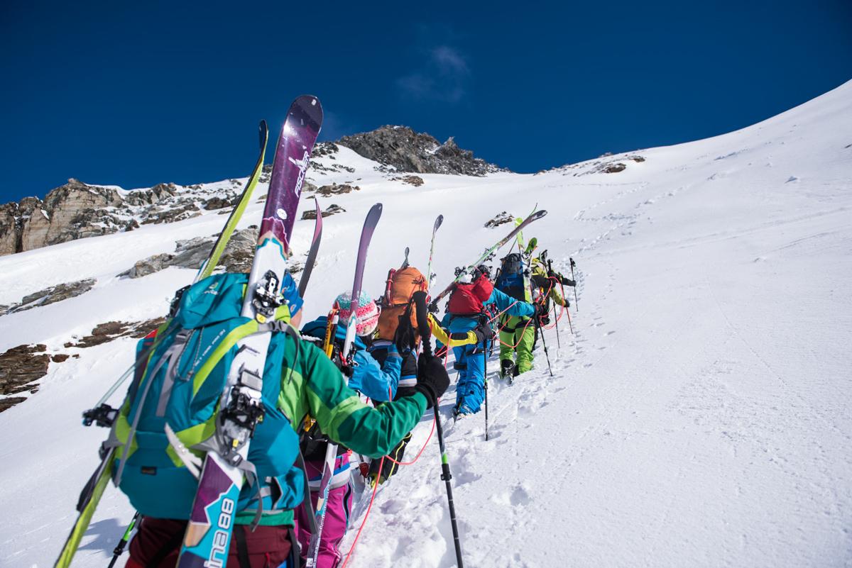 Les 100m de dénivelé du col de mont Brûlé se feront en crampons et encordés.