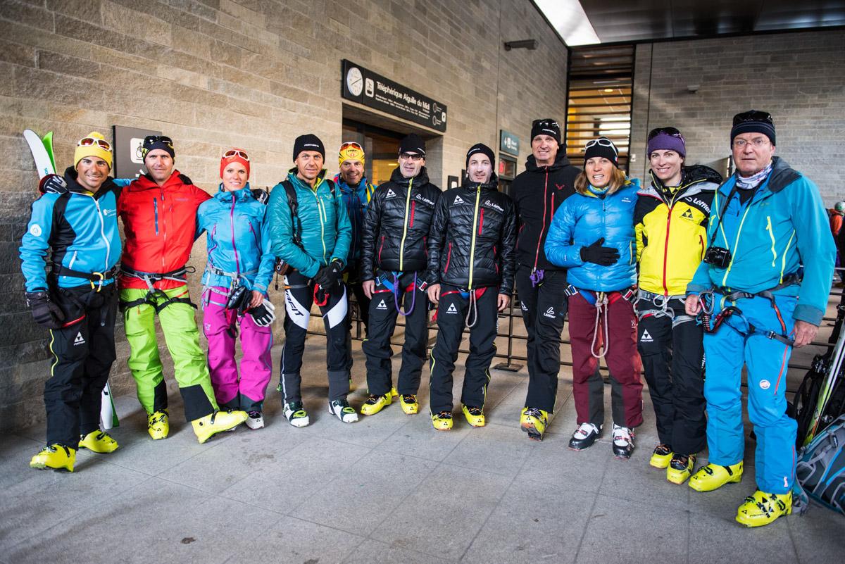L'équipe (colorée) de la semaine, prête à grimper ses 2.800 premiers mètres de dénivelé...en téléphérique !