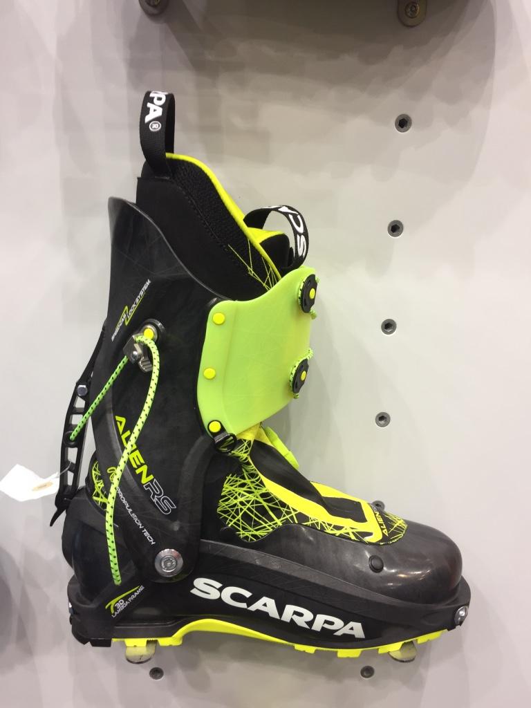 Grosse nouveauté chez Scarpa, cette Alien RS, inspirée de la course, mais dédiée à la montagne, regorge d'innovations intéressantes. Légèreté et facilité sont les maitres mots de cette chaussure
