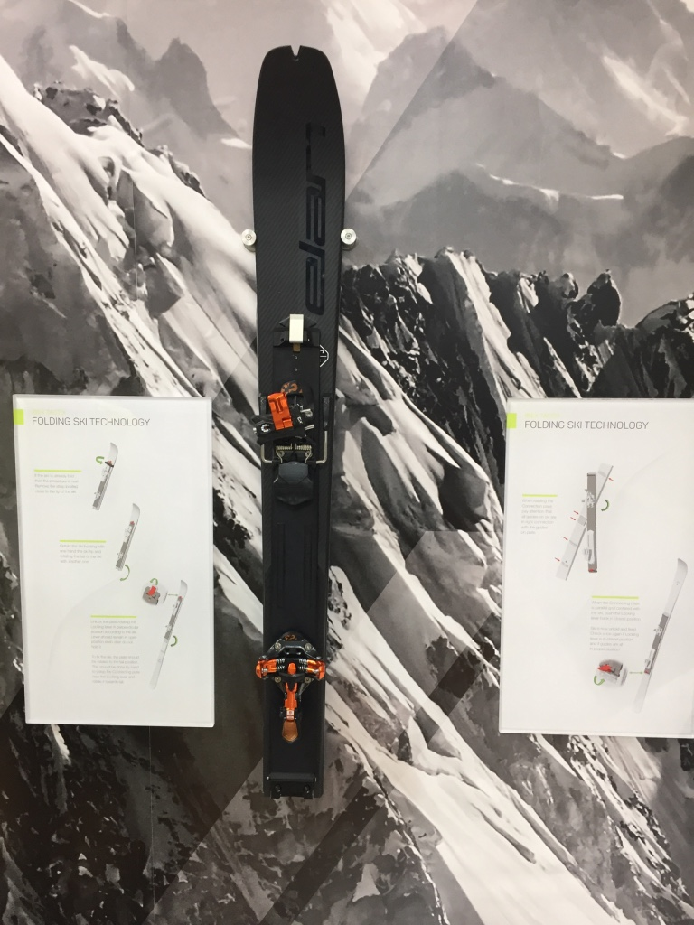 Certainement l'innovation la plus surprenante de l'ISPO, un ski pliable chez Elan... Il a été conçu pour répondre à une demande de l'armée slovène, mais pourrait bien convaincre certains fans de véloski :-)
