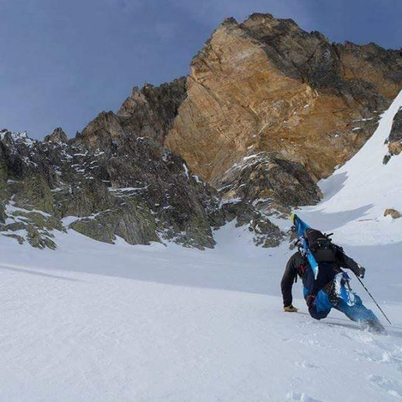 Montagne neige ski randonnée montée pente raide PeakUp Hautes-Alpes