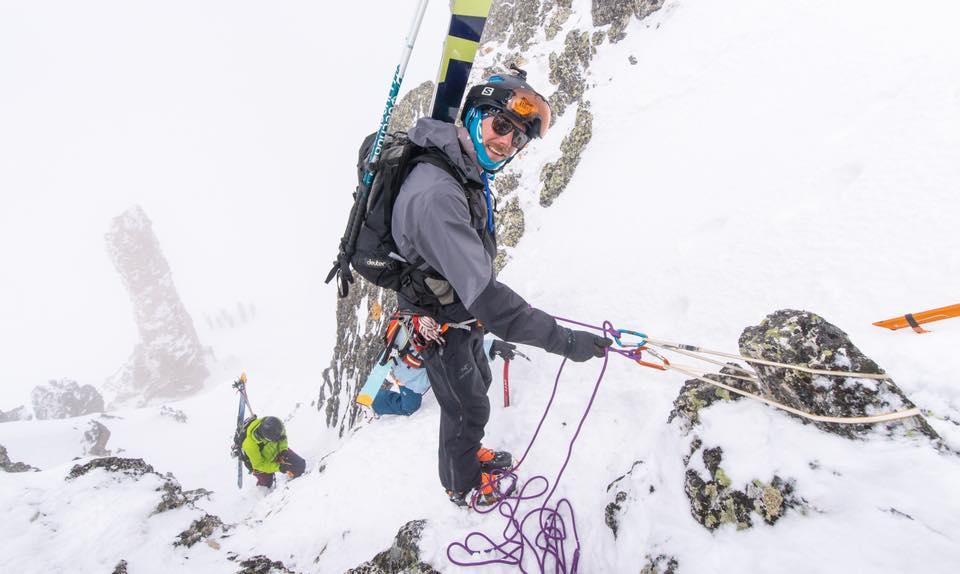 Montagne neige ski randonnée alpinisme corde portage PeakUp Hautes-Alpes