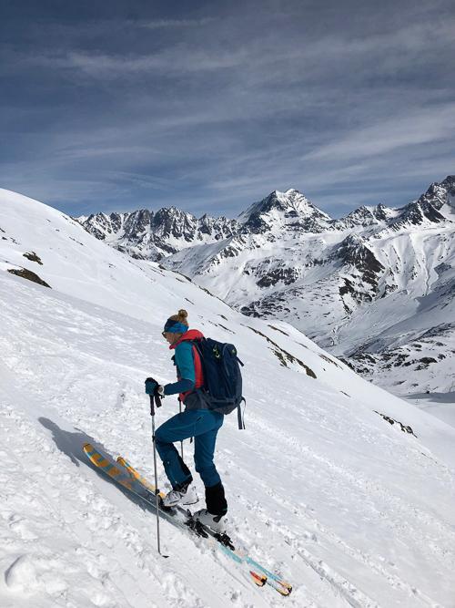Montagne ski randonnée neige skieur montée Les Monts Telliers Suisse Valais