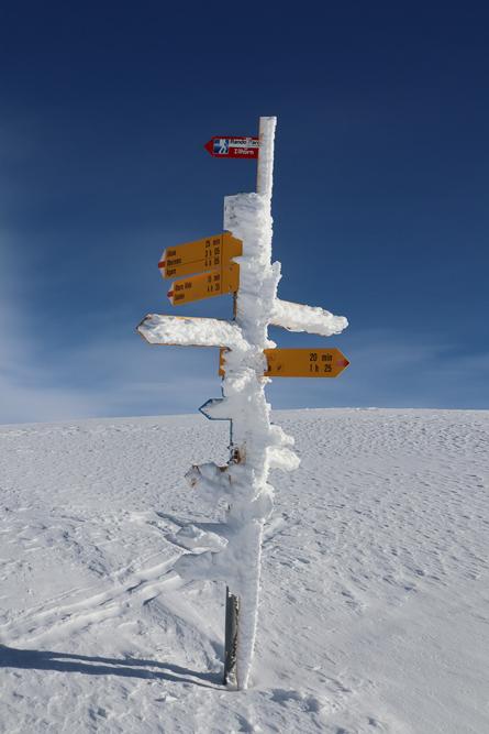 Montagne ski randonnée neige panneau signalétique itinéraire Illhorn Suisse Valais