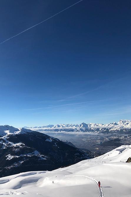 Montagne ski randonnée neige skieur montée Illhorn Suisse Valais