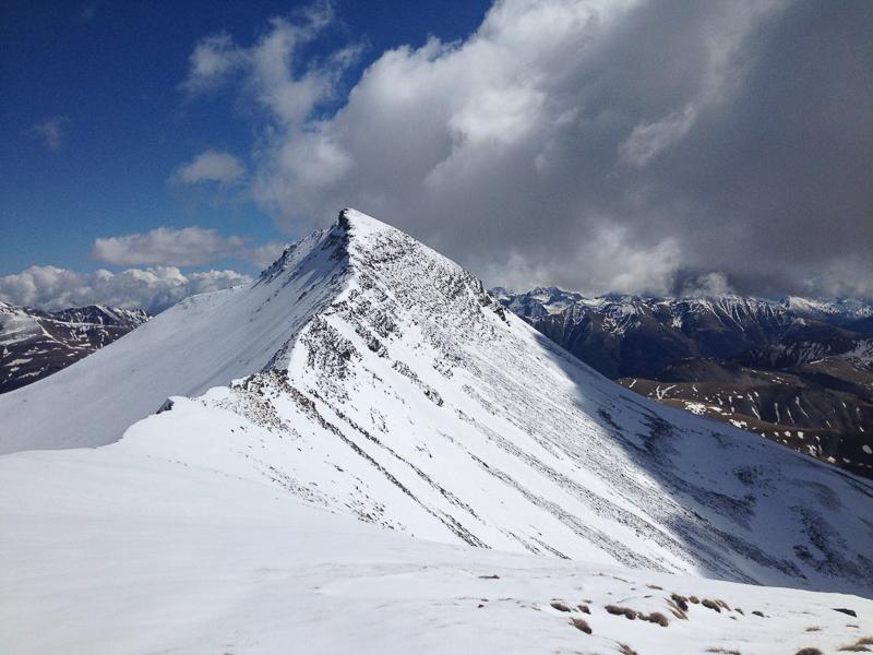 Sommet du Mont Mounier caractérisé par sa forme triangulaire très marquée